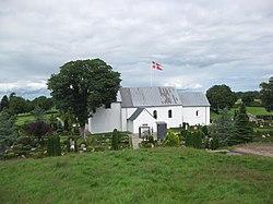 Jelling - kirken set fra Gorms Høj.JPG