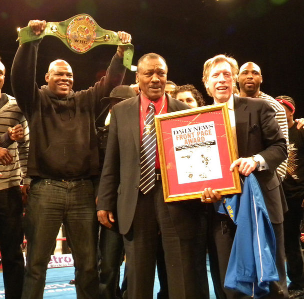 File:Joe Frazier awarded by the Daily News.jpg