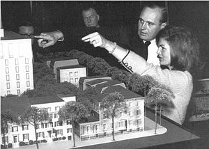 John Carl Warnecke - John Carl Warnecke and First Lady Jacqueline Kennedy discuss plans for Lafayette Square in September 1962.