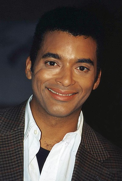 Picture of a band or musician: Jon Secada
