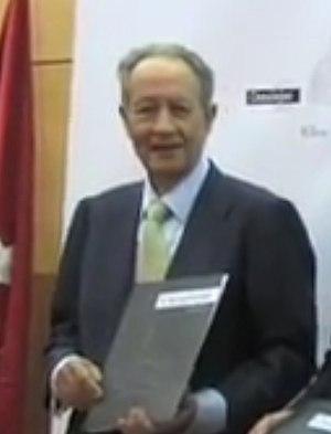 Juan-Miguel Villar Mir - Image: Juan Miguel Villar Mir en la presentación del proyecto Canalejas 2013 (cropped)