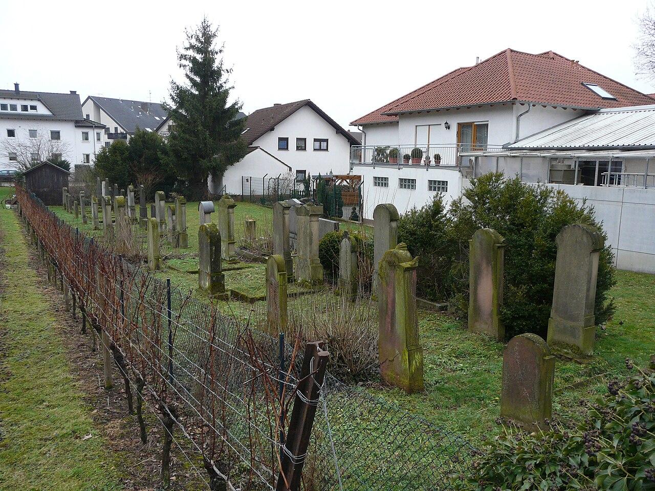 Juedischer Friedhof Schriesheim 11 fcm.jpg