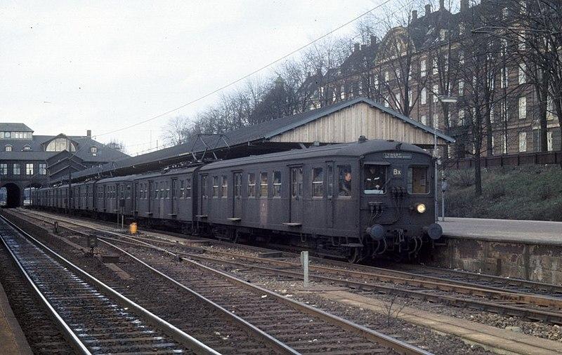 File:København Kopenhagen DSB S-Bahnlinie 675180.jpg