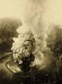 KITLV - 75175 - Kurkdjian, Fotograaf George P. Lewis, aldaar werkzaam - Sourabaya, Java - Eruption of the volcano Gunung Tangkuban Parahu - circa 1920.tif