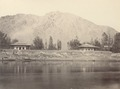 KITLV 100500 - Unknown - Houses on a river, presumably in Kashmir in British India - Around 1870.tif