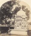 KITLV 100507 - Unknown - Painted monument in British India - Around 1870.tif