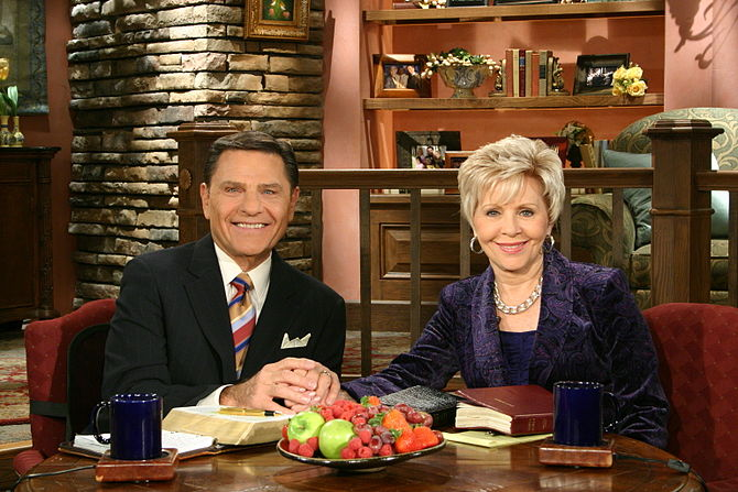 English: Kenneth and Gloria Copeland hosting t...