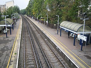 Kew Bridge railway station - Kew Bridge station with platform shelters