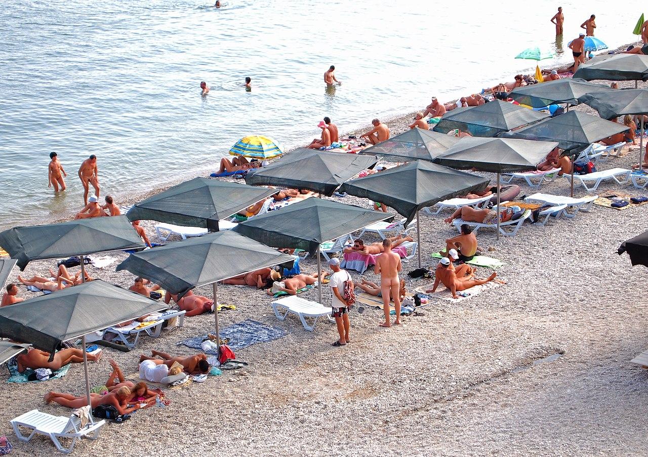 Знаменитости топлесс на пляже фото
