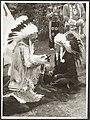 Koninklijk huis, prinsen, folklore, indianen, Bernhard, prins, Mcdougal Black Ho, Bestanddeelnr 016-0933.jpg