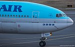 Korean Air Boeing 777-200 HL7531 (33356800846).jpg