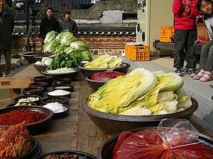 Gimjang - Image: Korean cuisine Gimjang Preparation for making kimchi 01