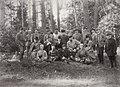Kovalskij, I. - Die Familie Aleksandr' III. im Kreise enger Vertrauter während der Jagd in Opala. Belovžskaja Puča (Zeno Fotografie).jpg