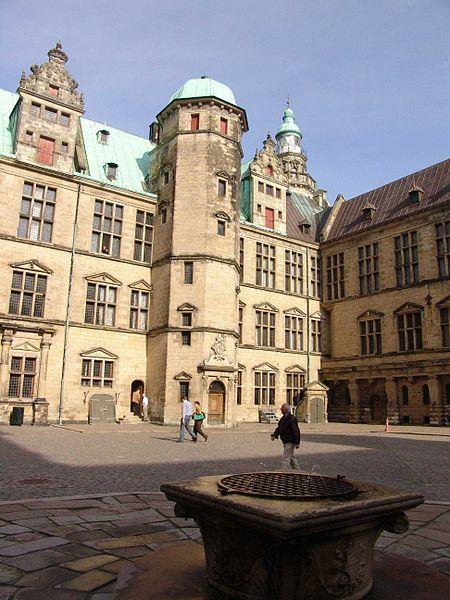 Plik:Kronborg Innenhof.jpg