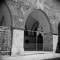 Kruisgang binnen St James kerk Smeedijzeren hek, Bestanddeelnr 255-5365.jpg