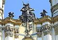 Krzeszów, zwieńczenie fasady bazyliki mniejszej, Tron Łaski -Aw58- 12.04.2009 r..JPG
