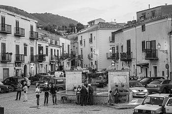 La Piazza da Oscar - Palazzo Adriano.jpg