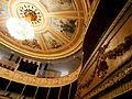 La Roche-sur-Yon, Théâtre municipal à l'italienne. Intérieur. Plafond peint par Georges Levreau (1986) et lustre..JPG