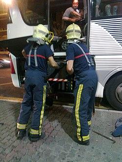 La Unión autobus bateko problemak. Suhiltzaileen laguntza.jpg