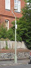 Lanterna kolono ĉe Skt. la preĝejo de Luko, Park Terrace de reĝino, Brajtono (IoE Code 481115).jpg
