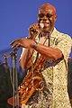 Le 30 juin 2006, Manu Dibango, en concert sur la grande plage de Saint-Nazaire à l'occasion du festival «Plages arrière».jpg
