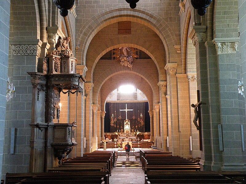 File:Le Puy-en-Velay Cathédrale7.JPG