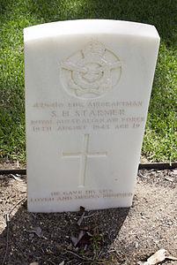 Leading Aircraftman S H Starmer gravestone in the Wagga Wagga War Cemetery.jpg