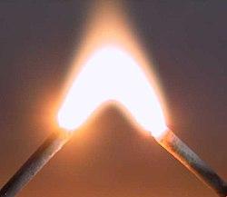 Lichtbogen 3000 Volt.jpg