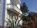 Lozovo white hause - panoramio.jpg