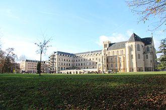 Lycée privé Sainte-Geneviève - Image: Lycée Privé Sainte Geneviève Bâtiment Notre Dame et chapelle