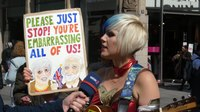Fail:Madeleina Kay as EUsupergirl in Düsseldorf.webm