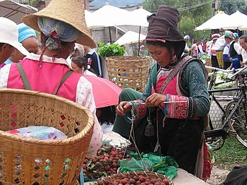 Market day in Shaping, near Erhai lake, Yunnan, China.jpg