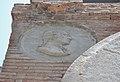 Medalló amb imatge d'Andreu Piquer de la porta de l'antiga facultat de Medicina, València.JPG