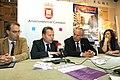 Mediavilla y el alcalde de Camargo, Ángel Duque, durante la ponencia del primero.jpg