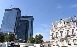 Bagnolet - The Mercurial Towers and Bagnolet town hall, in 2004