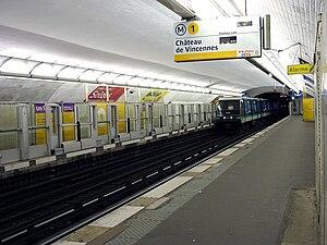 Les Sablons (Paris Métro) - Image: Metro de Paris Ligne 1 Les Sablons 03