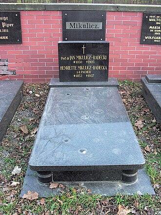 Jan Mikulicz-Radecki - Mikulicz-Radecki's grave in Świebodzice