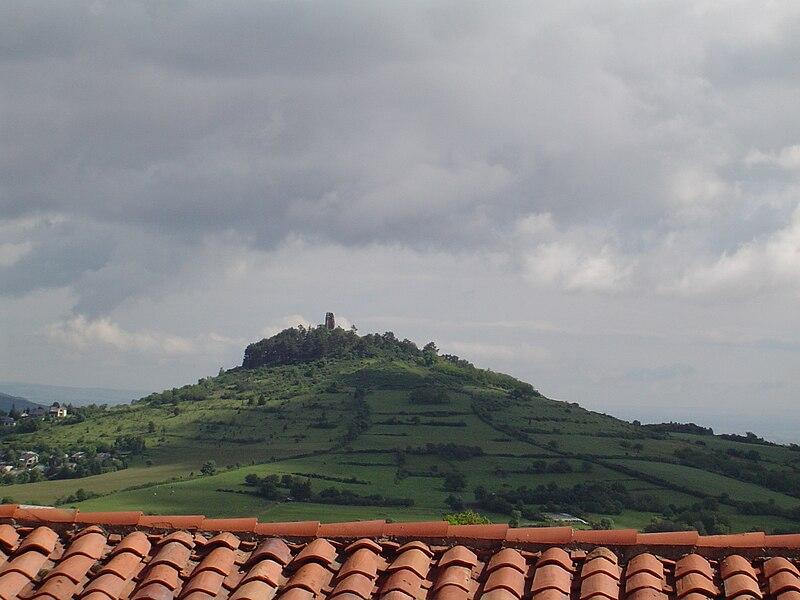 Vue printanière de Montrognon depuis Saulzet-le-Chaud