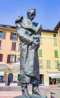 Monumento a Giuseppe Zanardelli a Salò.jpg