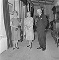 Mr DU Stikker en diens echtgenote door koningin Juliana op Paleis Soestdijk o, Bestanddeelnr 916-6275.jpg