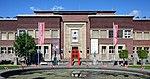 Museum Kunstpalast - Eingang Westflügel und Brunnen (8167-69).jpg