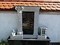 Nagrobnik Šparovčevih.jpg