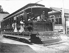 New London and Westerly trolley in Groton circa 1915.jpg