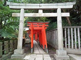Nezu Shrine - Image: Nezu jinja Torii 3
