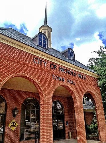 Nichols Hills mailbbox