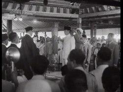 Файл: Nieuws uit Indonesia- De beëdiging van President Soekarno in Djokjakarta-512314.ogv