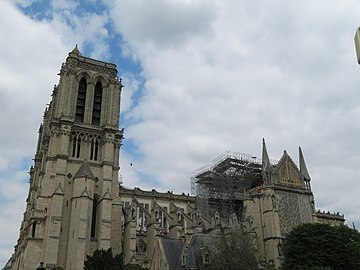 Notre-Dame - 2019-05-31 - South tower and nave from the south 02.jpg