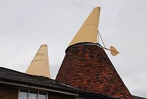 Cowl (chimney) - Image: Oast cowl