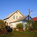 Old and new houses in Ankudinovka village.jpg