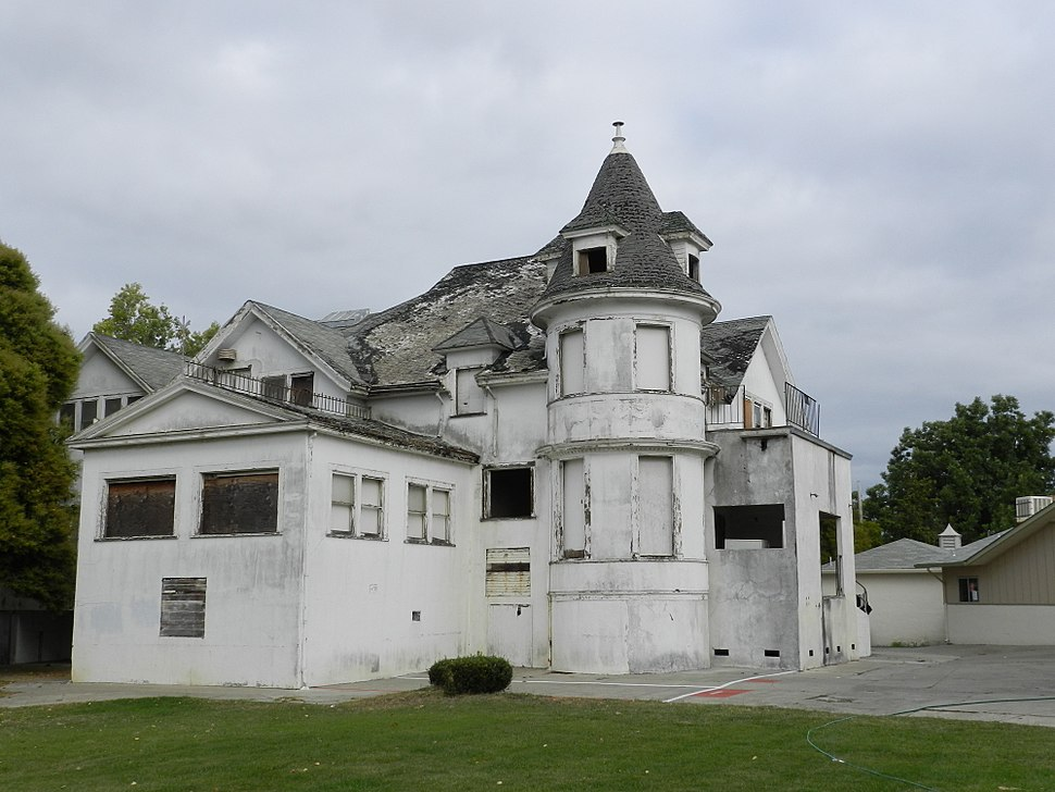 Old building in Hayward, California